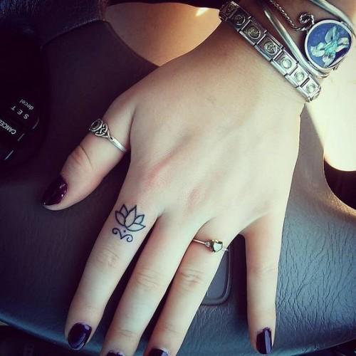 small-finger-tattoo_24