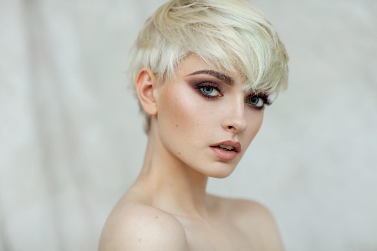 tagli di capelli corti giovanili