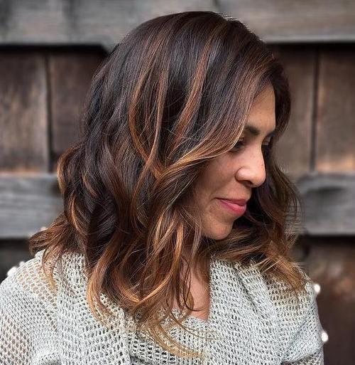 Tagli di capelli con ciocche colorate – Tagli di capelli popolari in ... acb3edfd8438