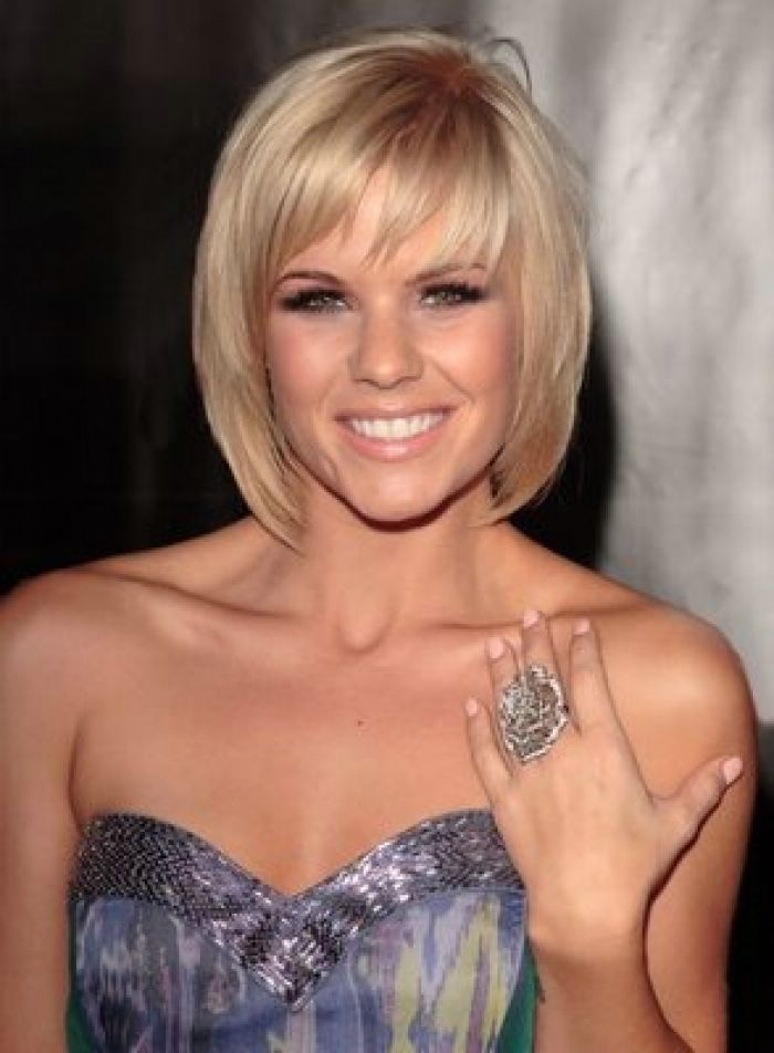 Medium-Layered-Bob-Hairstyles-with-Bangs - CapelliStyle