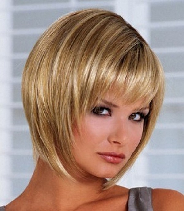 short-straight-hairstyles-for-round-faces - CapelliStyle