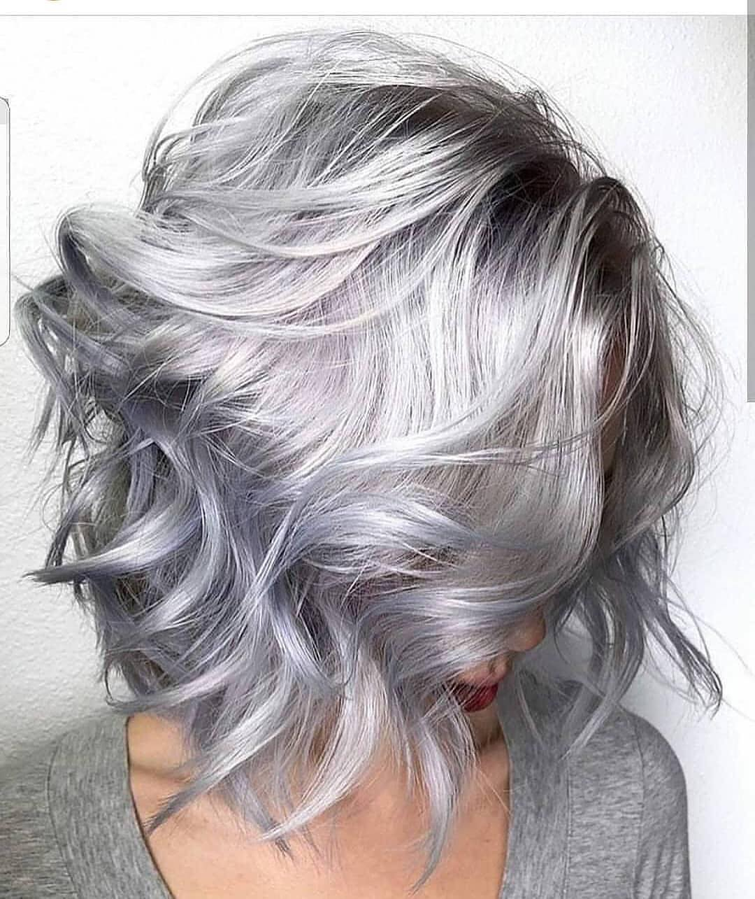 capelli grigi bob lungo