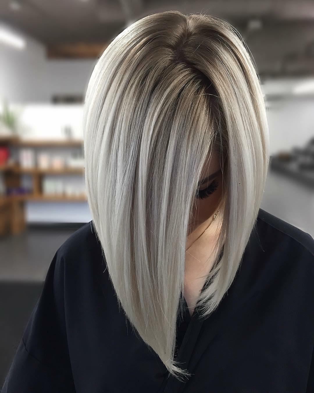 capelli grigi lisci