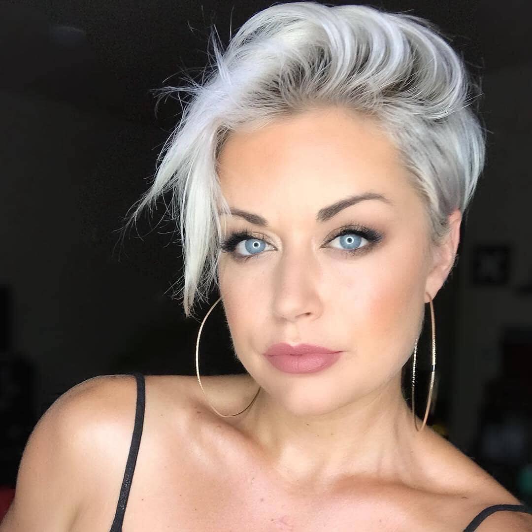 capelli grigi sale e pepe