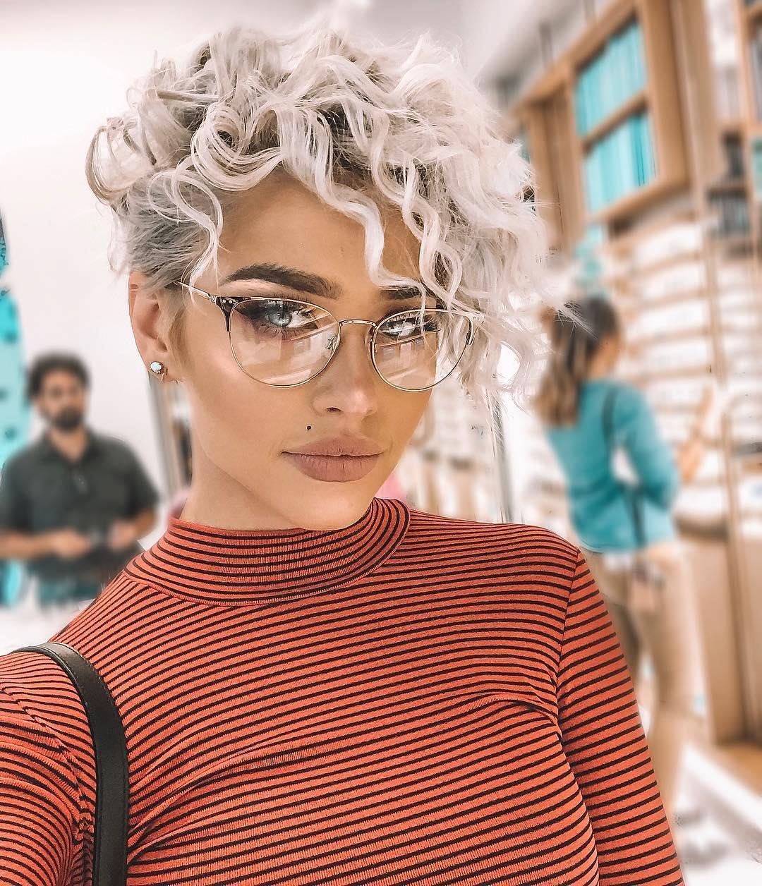 Taglio capelli mossi donna