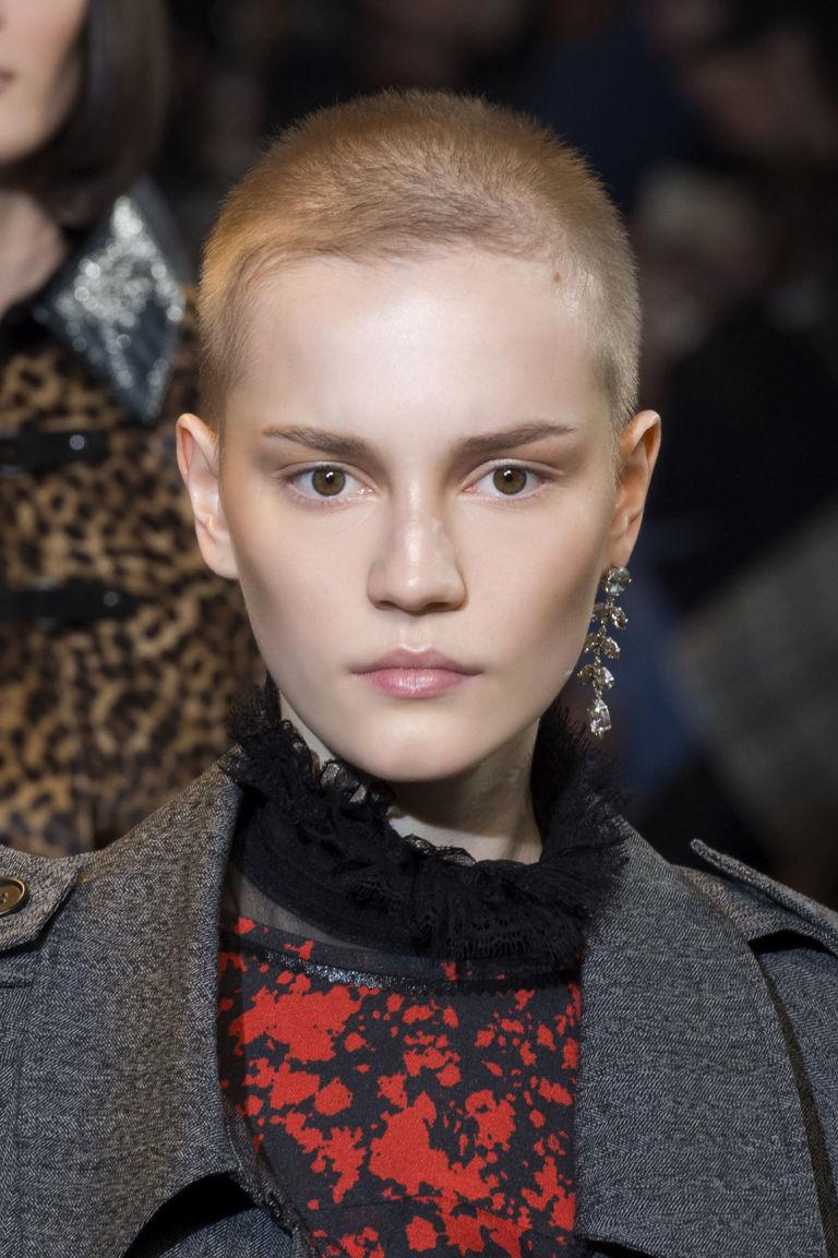 Tagliare i capelli da soli rasoio