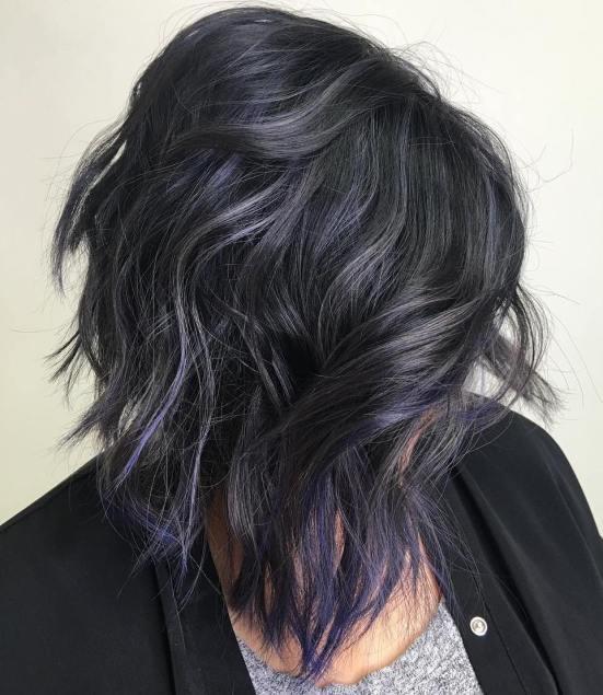 Grigio e viola sono entrambi ottimi toni per poter apprezzare i vostri  capelli di tendenza. Nella giusta tonalità, possono fondersi perfettamente  per un