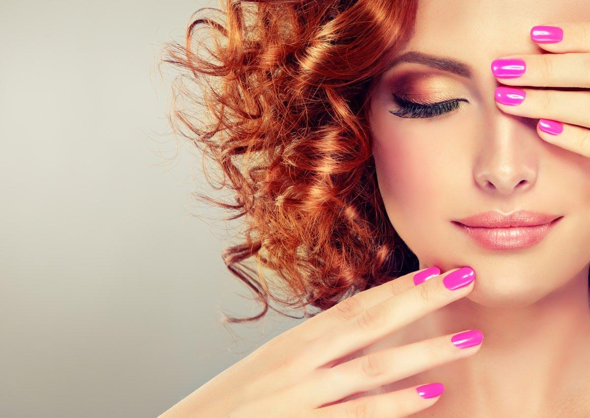 Ricostruzione unghie tramite gelRicostruzione unghie tramite gel