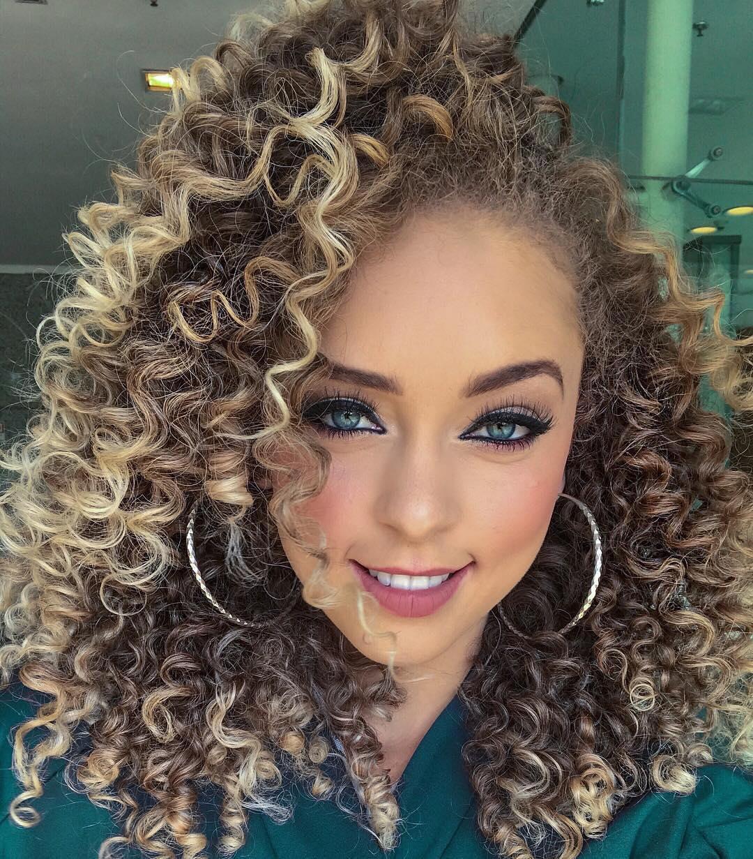 capelli ricci lunghi