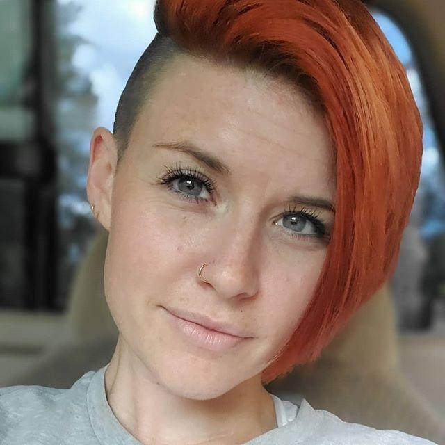 capelli rossi corti