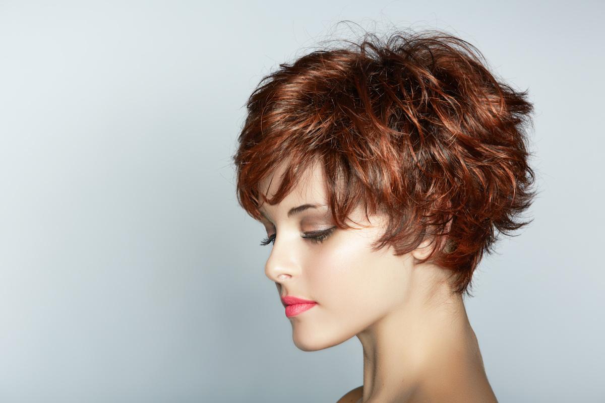 capelli corti mossi