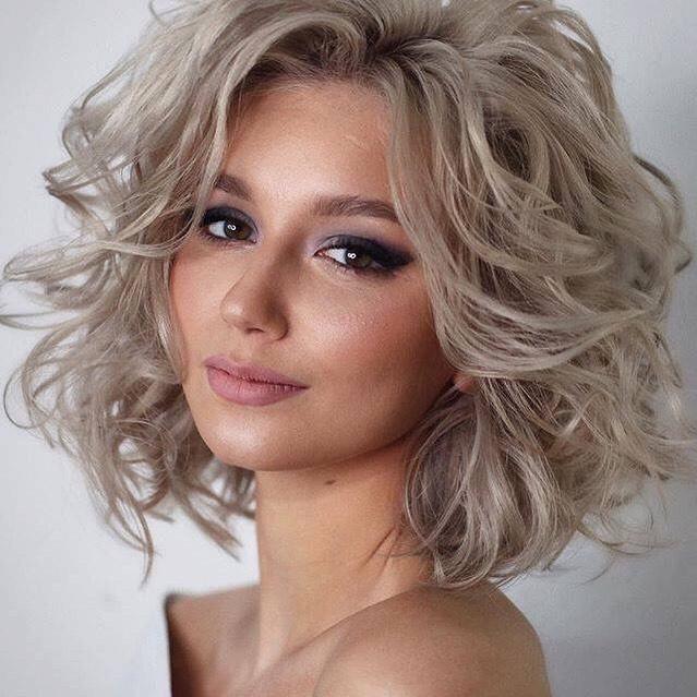 Tagli di capelli mossi e medi per il 2019 da non perdere!