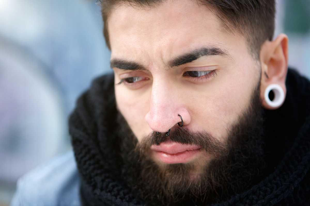 Piercing naso uomo
