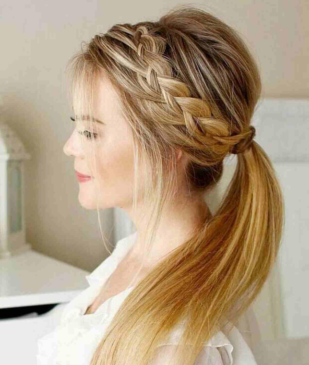 Acconciatura capelli lunghe treccia