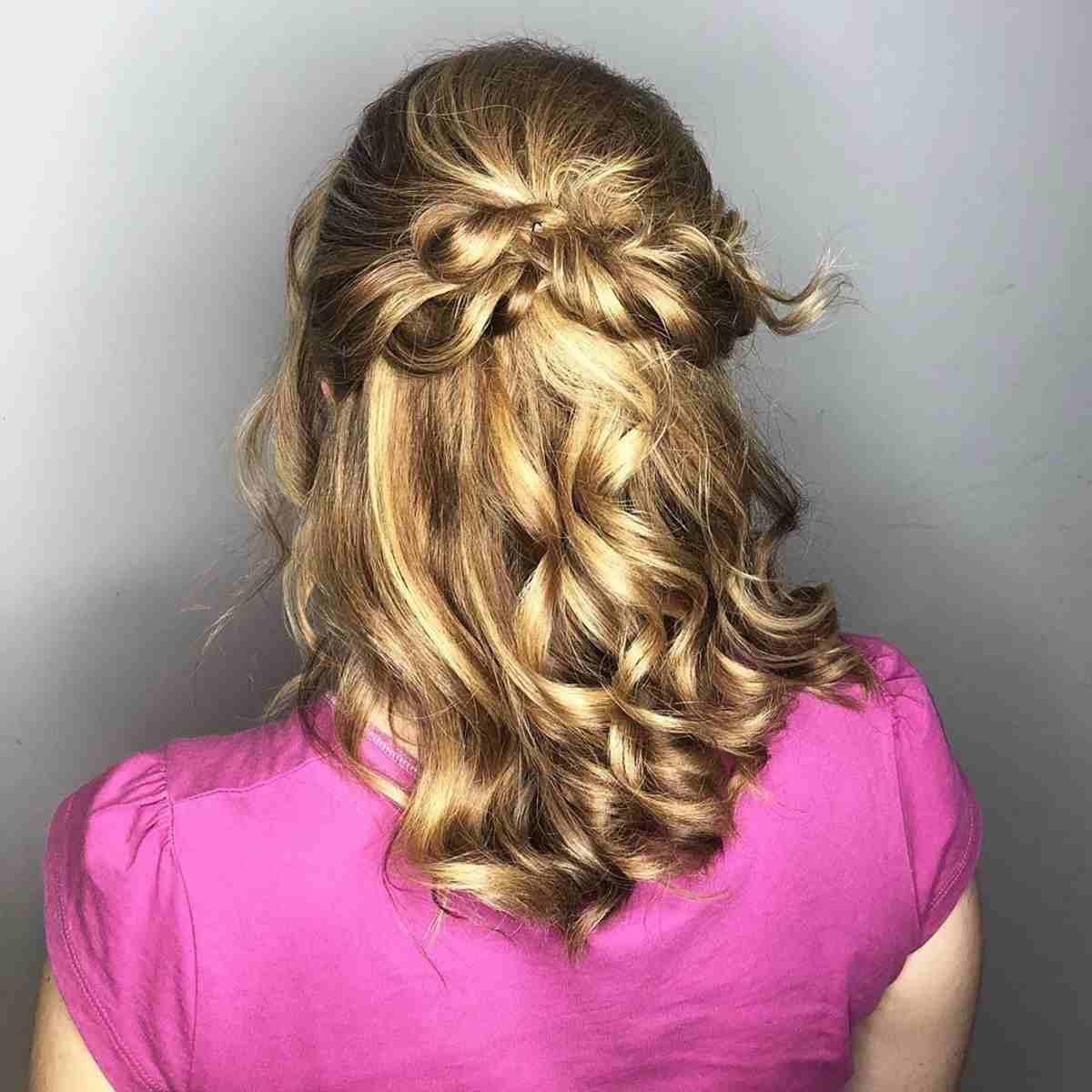 Acconciatura capelli lunghi semiraccolto