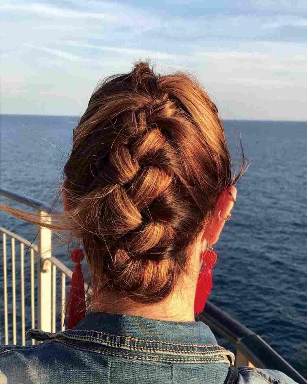 Acconciatura capelli lunghi treccia