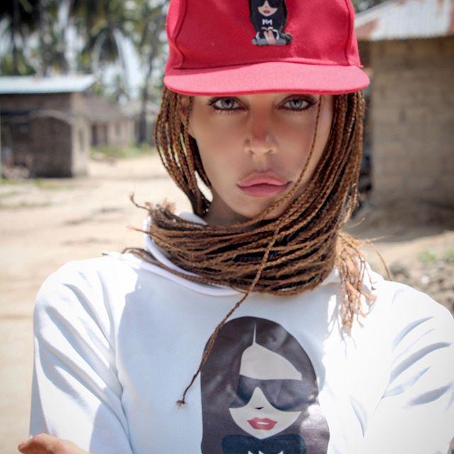 Nina Moric treccine afro
