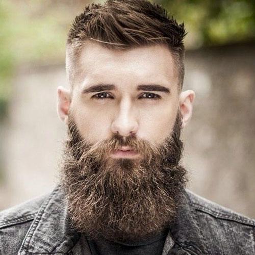 Fade cut e barba lunga