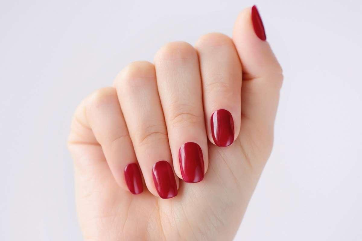 Smalto rosso color ciliegia