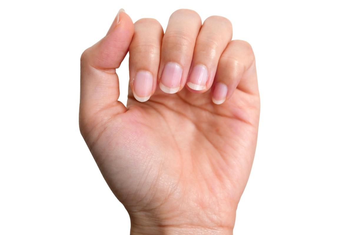 smalto unghie assente
