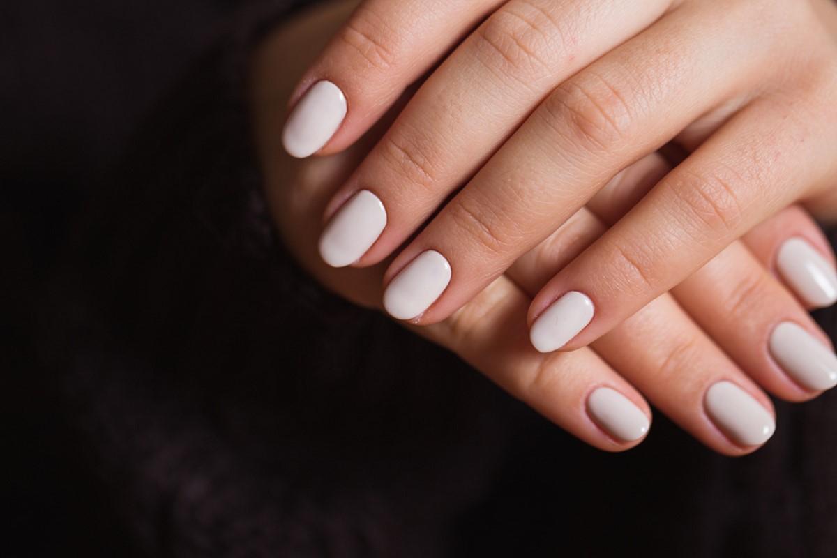 smalto unghie bianco