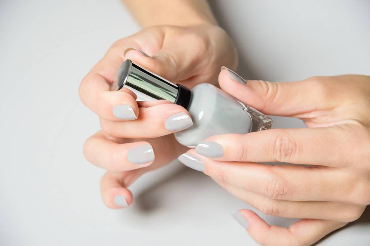 smalto unghie grigio