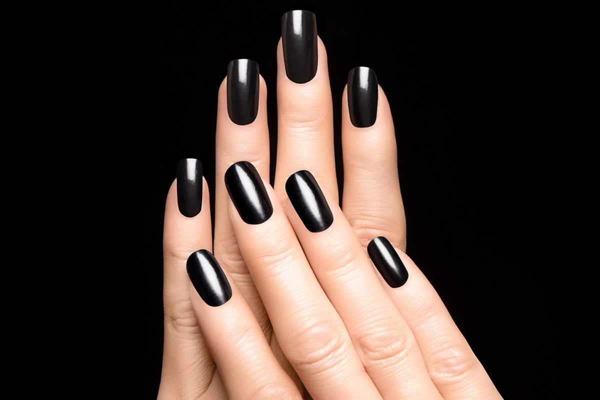 smalto unghie nero