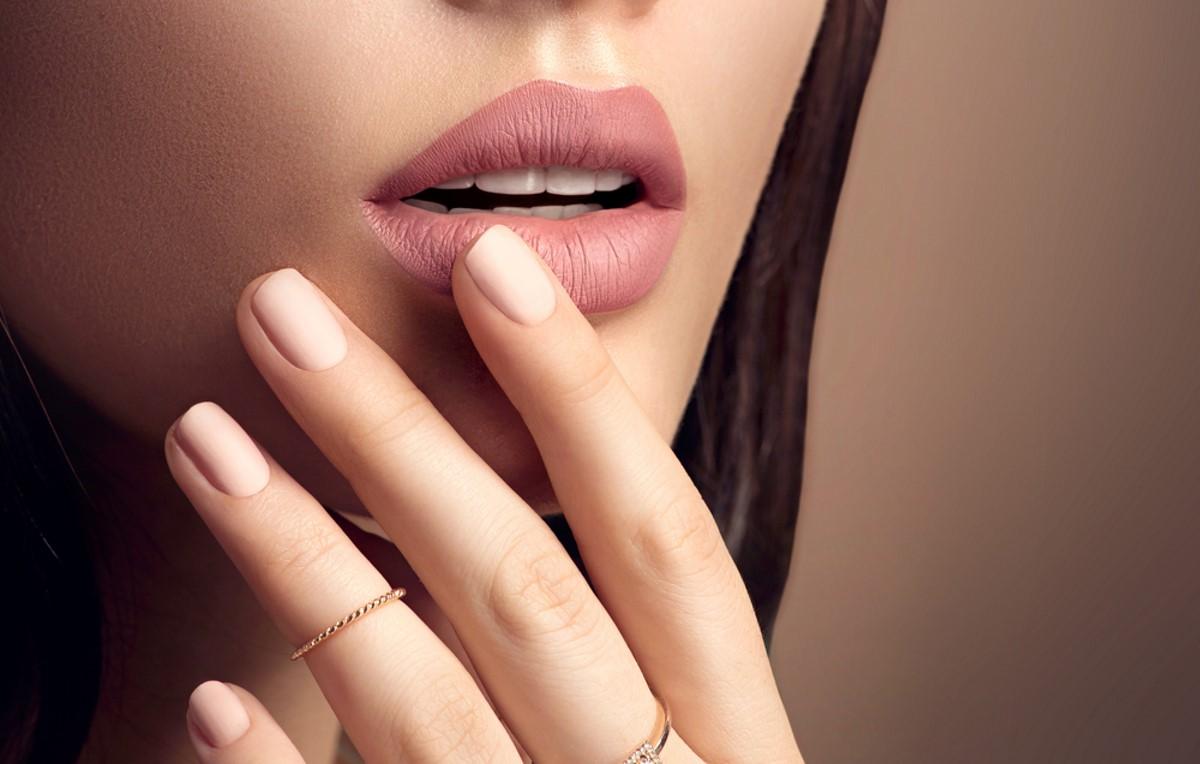 smalto unghie nude