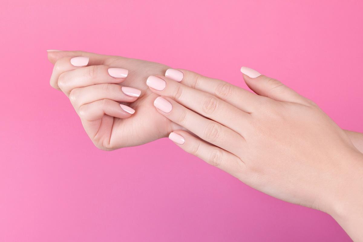 smalto unghie rosa