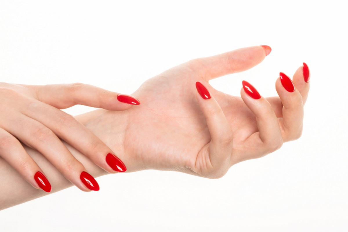 smalto unghie rosso acceso