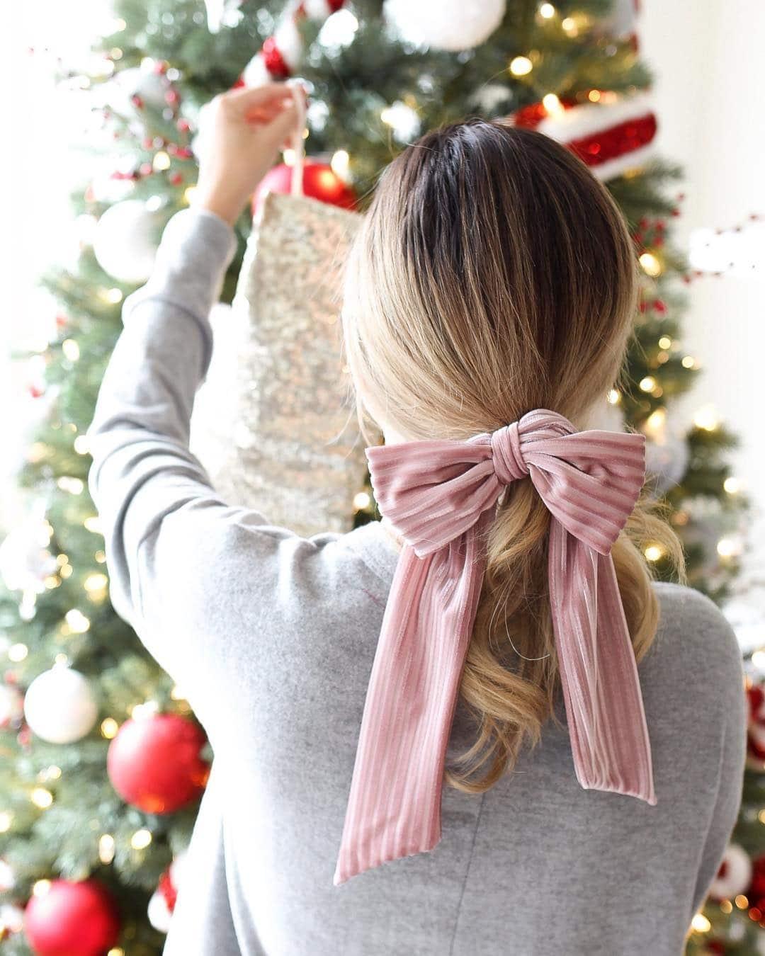 fiocco capelli lisci biondi