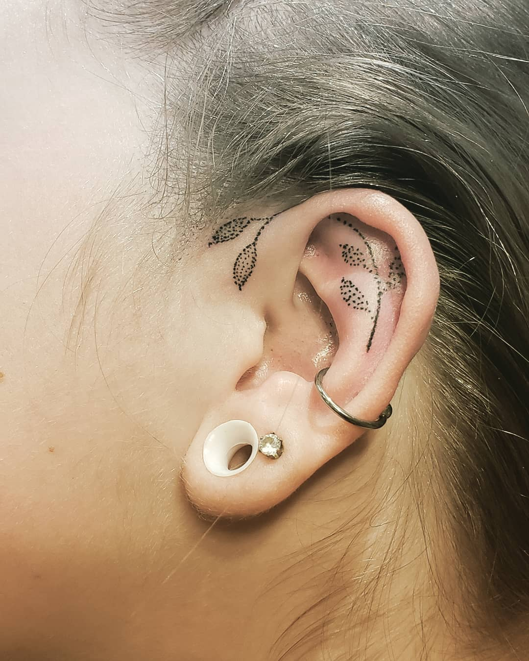 tatuaggio orecchio