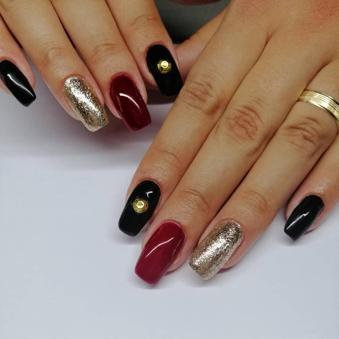 nail art nere rosse