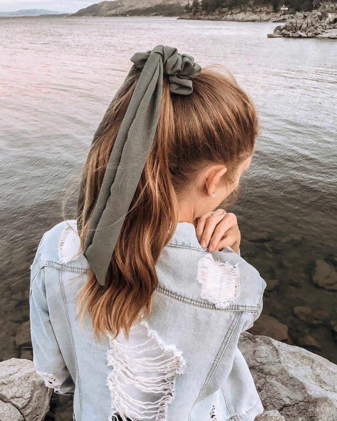 fascia capelli lunghi castani mossi
