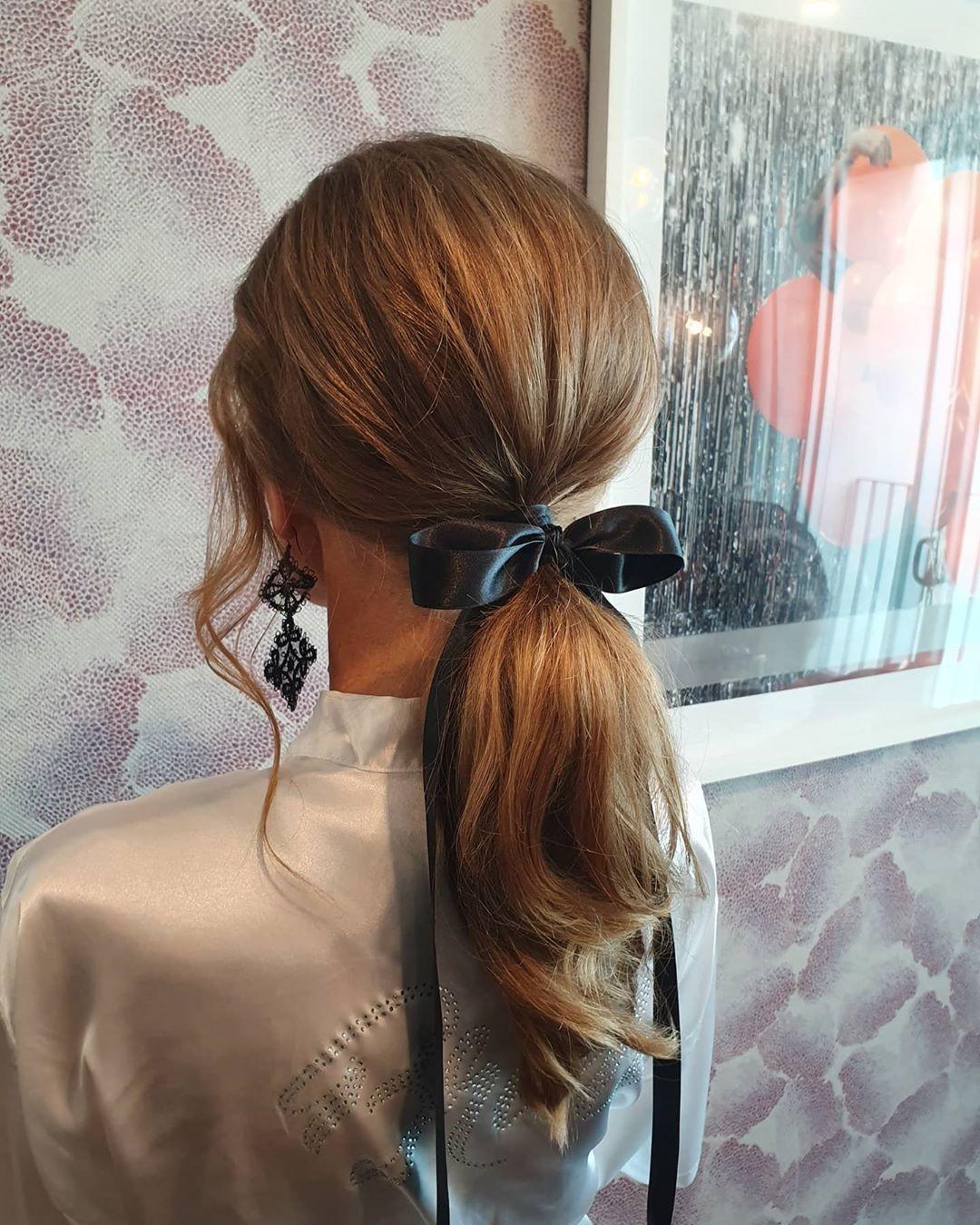 fiocco capelli coda castani mossi
