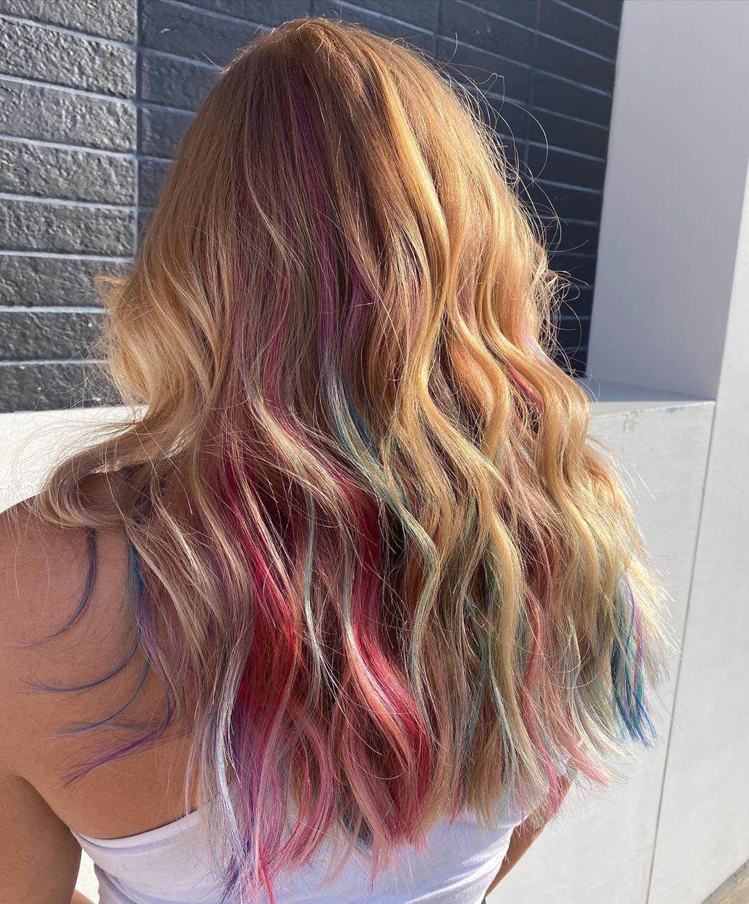 biondi multicolore mossi lunghi