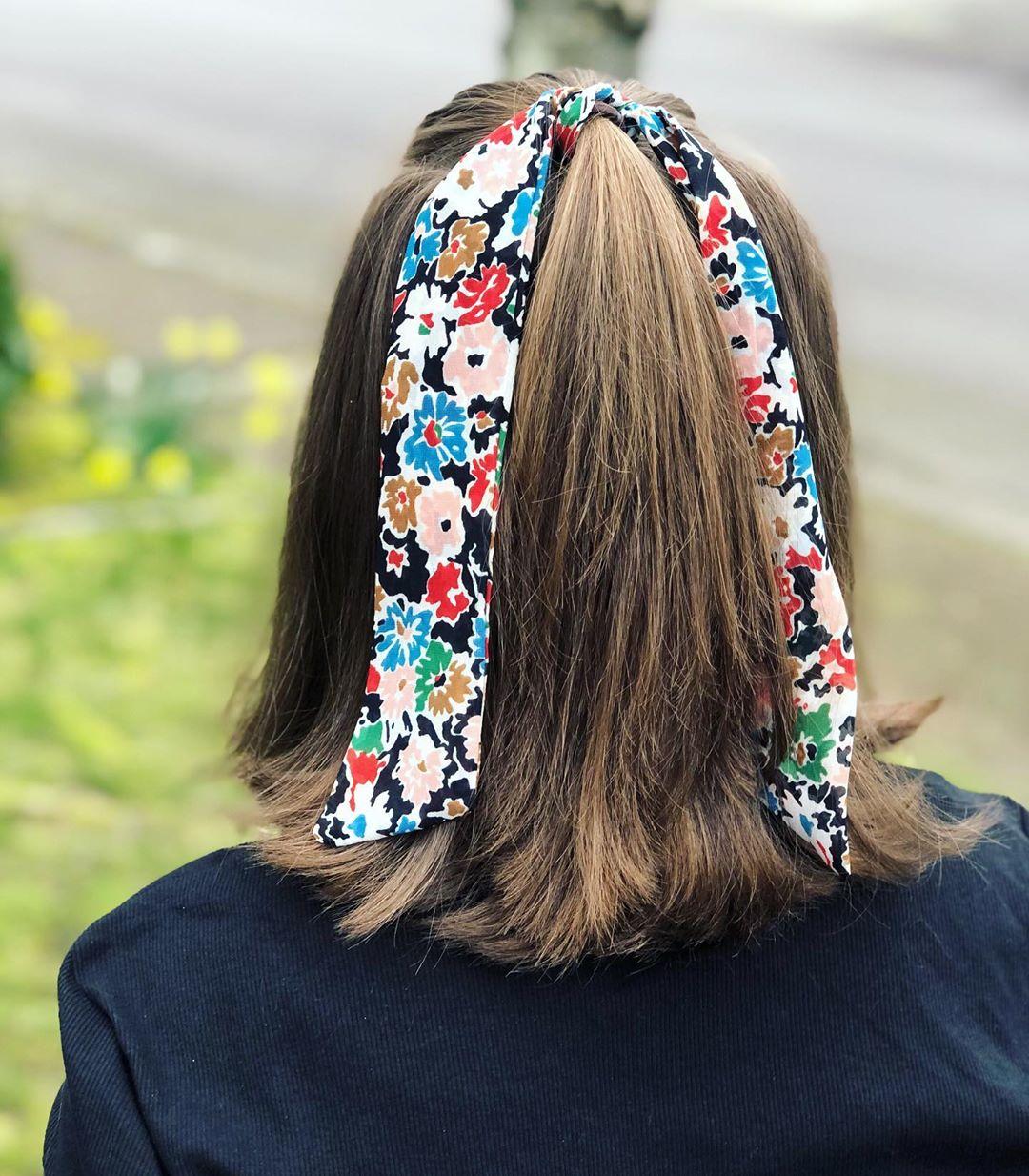 fascia capelli medi castani lisci