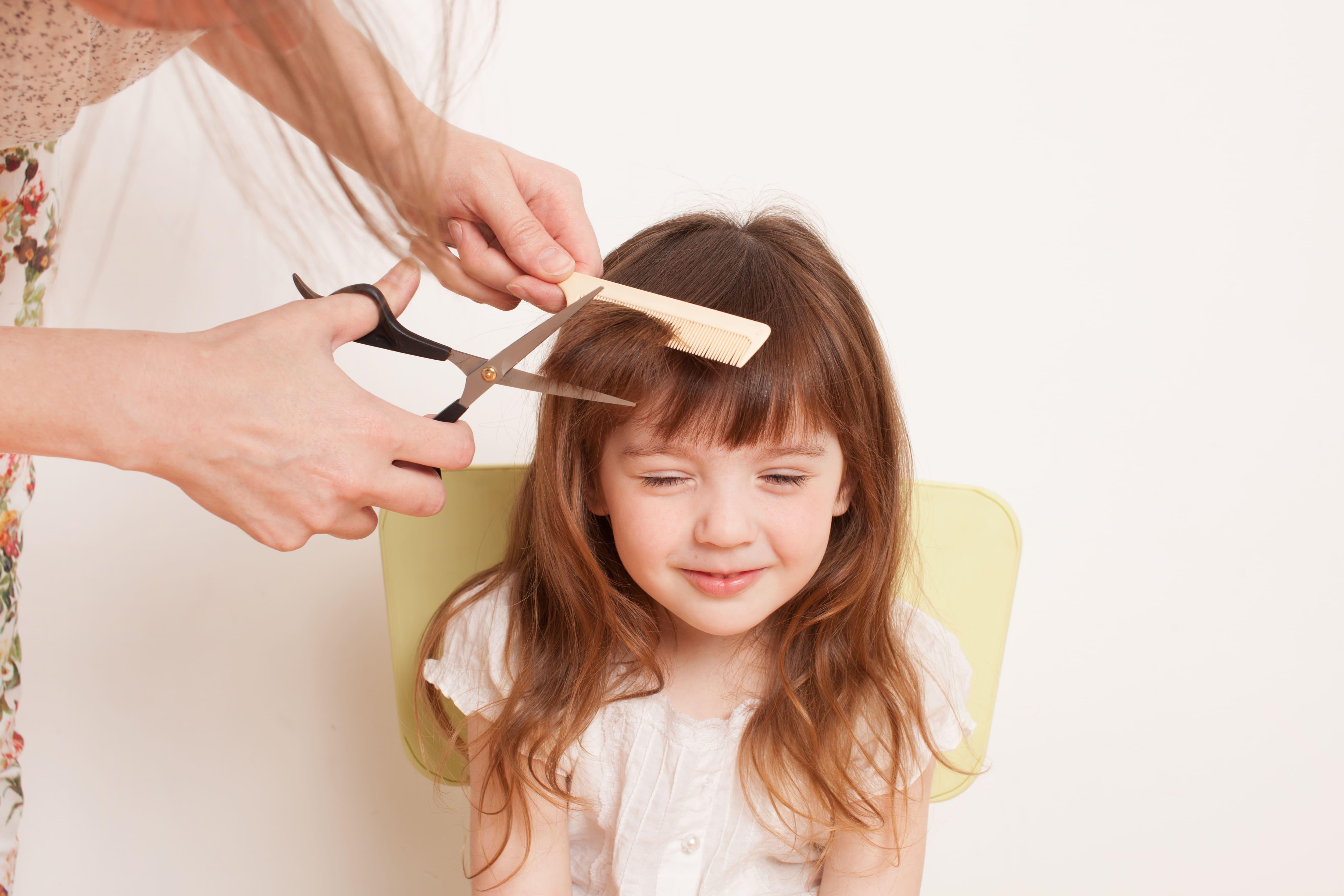 tagliare capelli bambina
